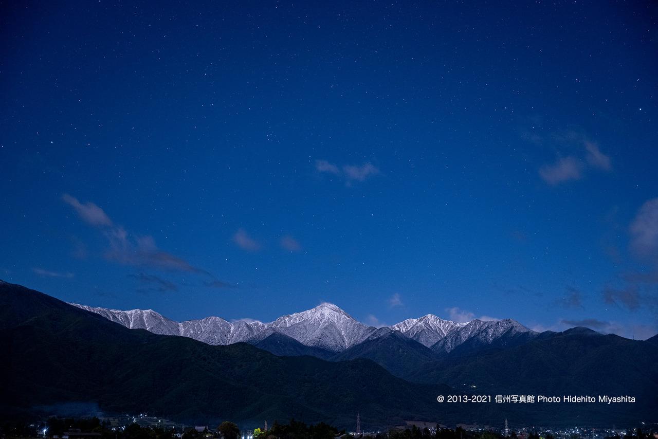 初冠雪の常念岳