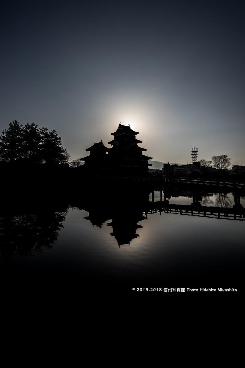 松本城のシルエット