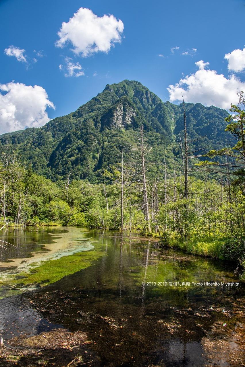岳沢より望む六百山