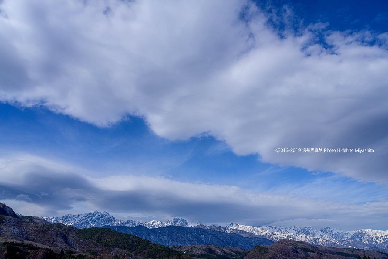 流れる雲と後立山連峰