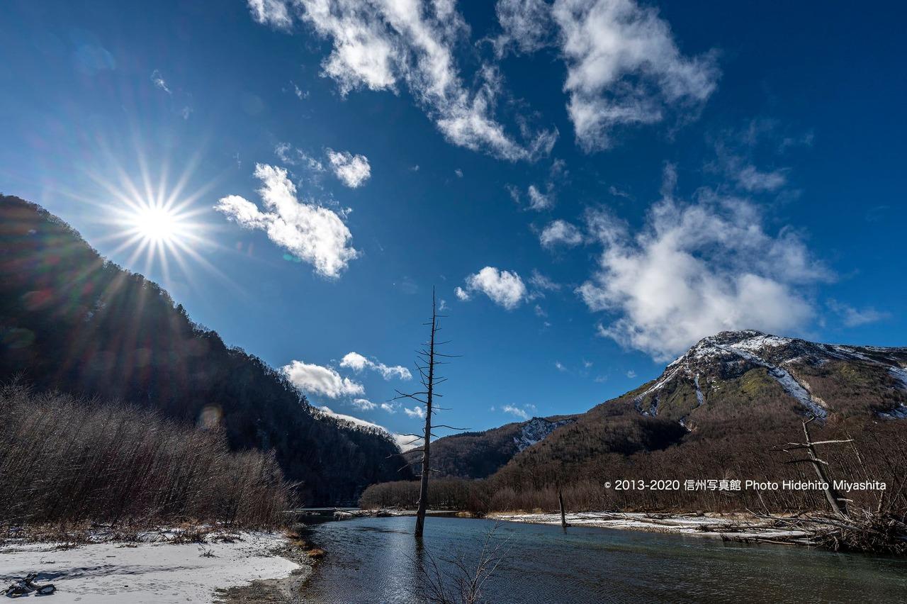 冬の太陽と焼岳