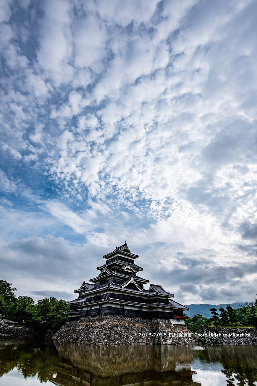 雲と松本城
