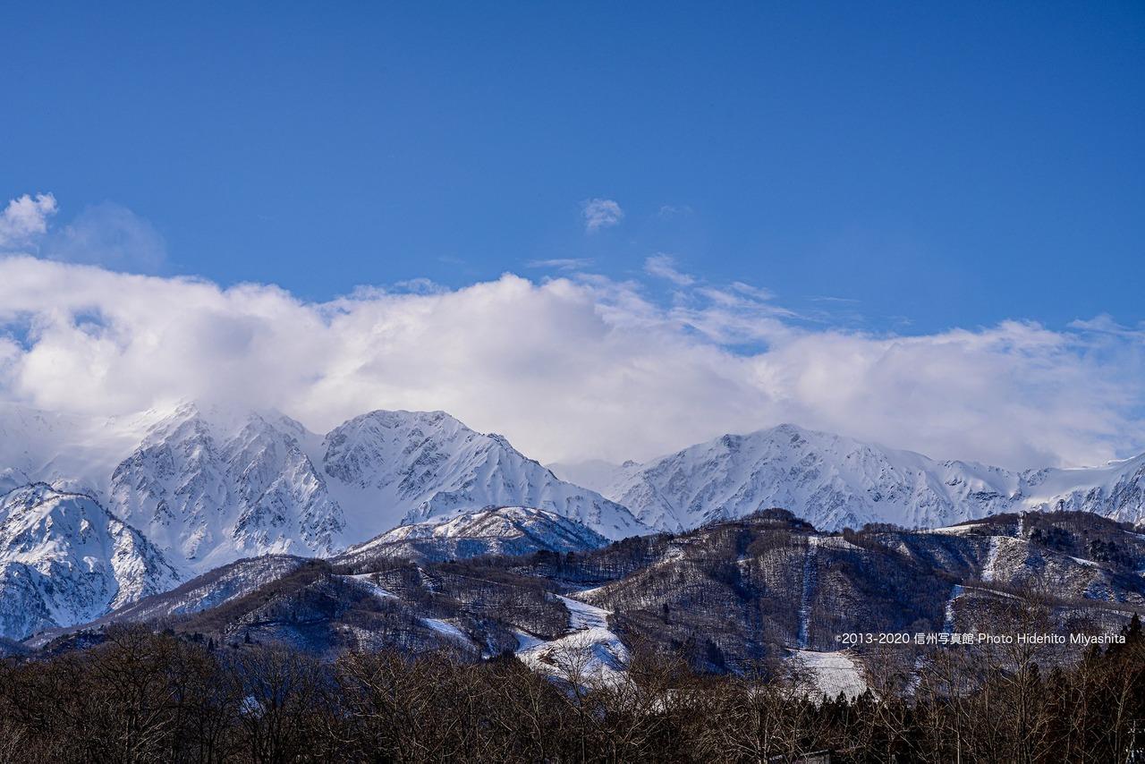 雲に覆われ始めた白馬三山