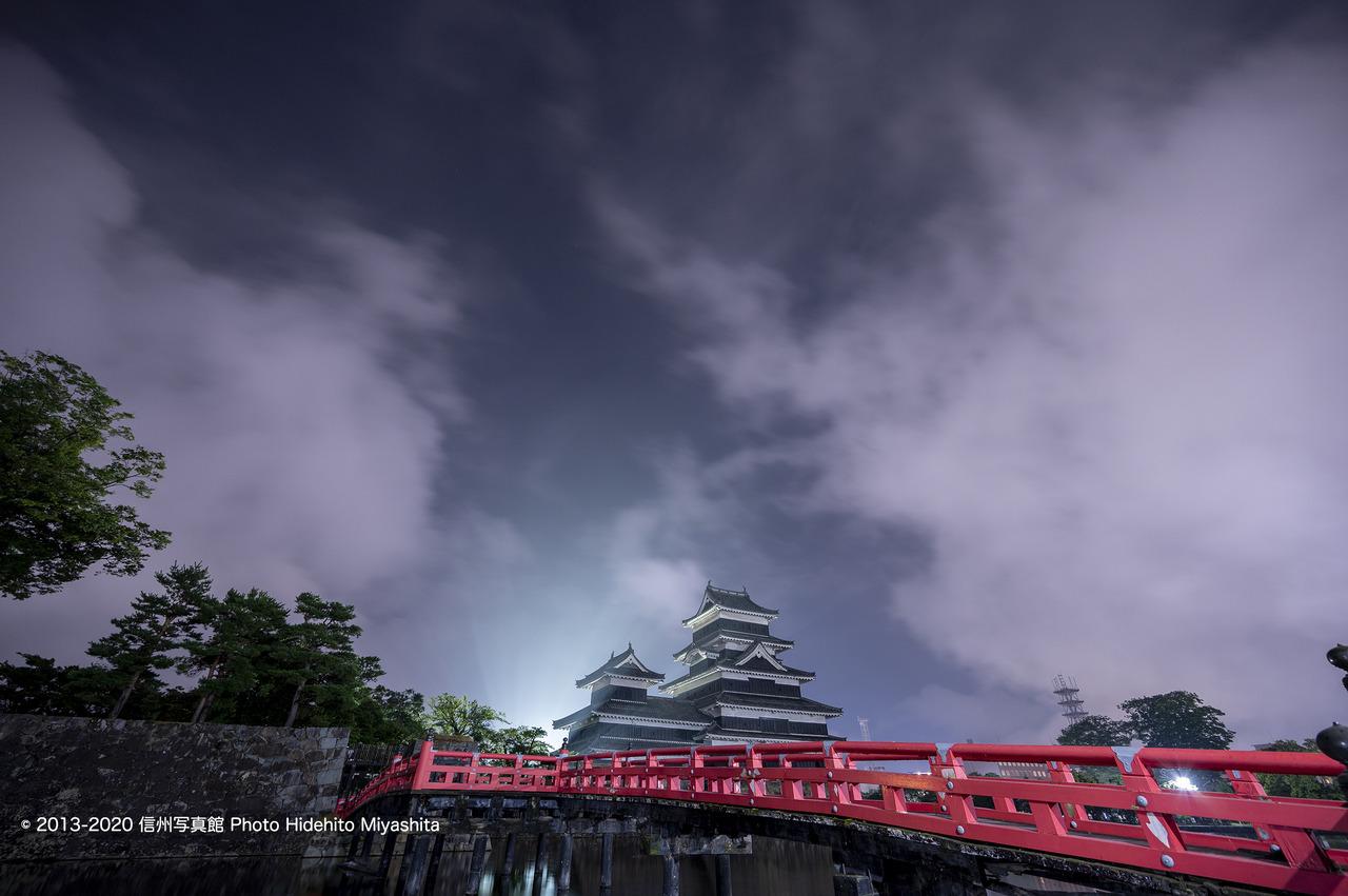雨上がり_夜の松本城_20200822-DSC_1830