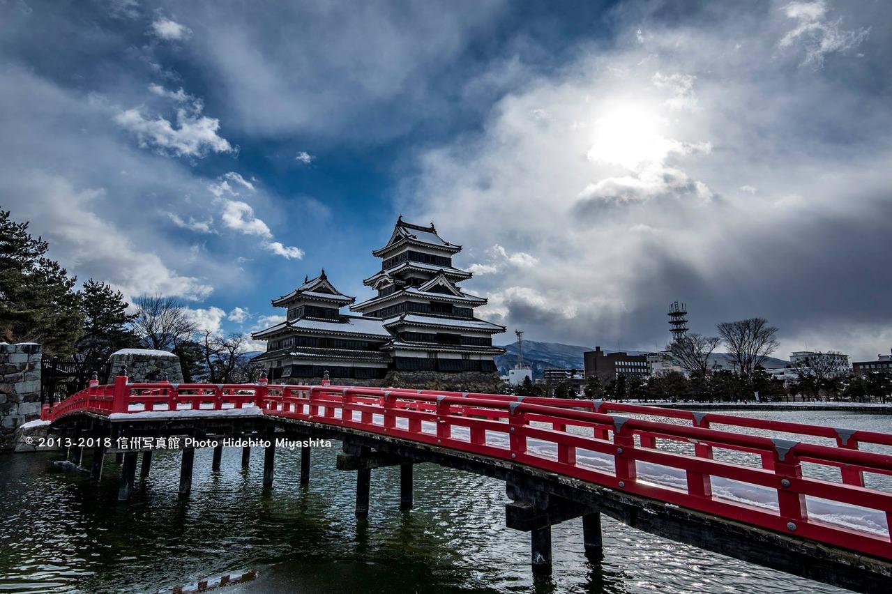 雪の積もった松本城