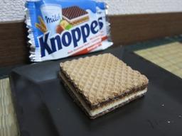 ビックリマンっぽいお菓子Knoppers