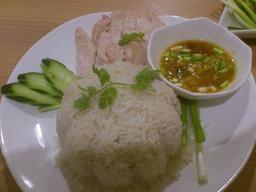 蒸し鶏のカオマンガイ