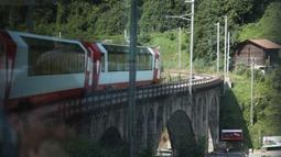 橋の上を走る氷河特急