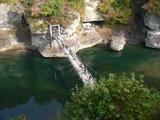 塔のへつりのつり橋