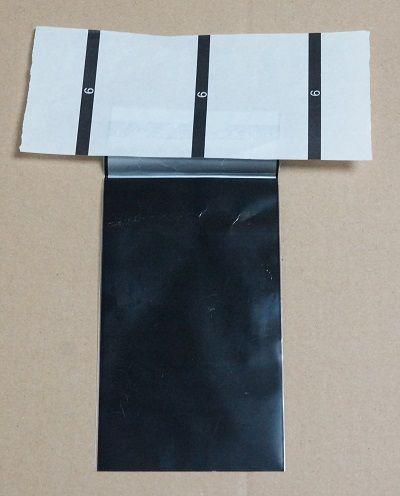 02外袋の糊が付いた部分を覆う