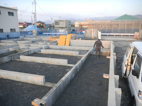 新築デイサービスセンターのシロアリ予防工事現場1