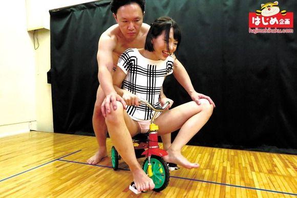 チキチキ!ペダルを踏むとローター震える超振動ローター三輪車レース!