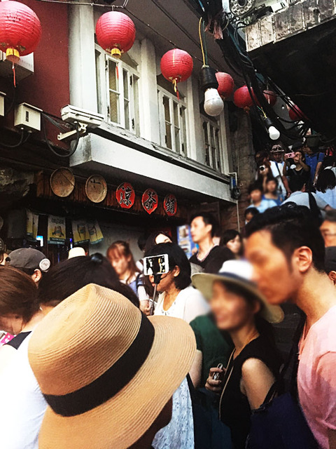 taiwan_jiufen_crowd