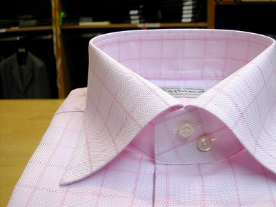 ピンクのチェックのシャツ