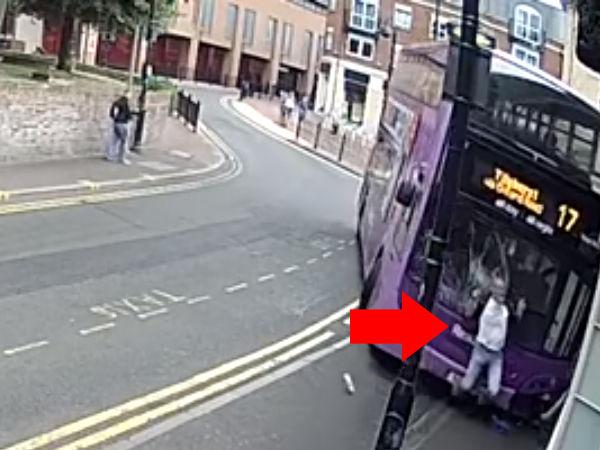 【衝撃映像】アル中男性が全速力の大型バスにはねられた結果wwwwww