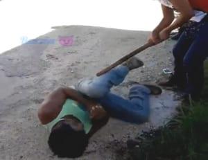 レイプ犯を捕まえてレイプされた被害者女性の好きなようにさせる復讐動画・最新