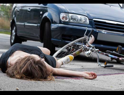 【グロ動画】ピチピチのJK2人がトラックに跳ねられてクパァ~してるんやが???死体でもイイって奴ちょっと来いw ※グロマップ