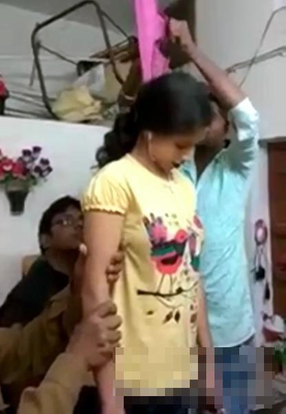 【グロ動画】学年で一番かわいい10代のインドの美少女の首吊り自殺現場!※死体注意※