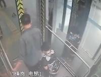【キチガイ】地下鉄のエレベーター内で大便をし始める妻とそれを見つめる旦那