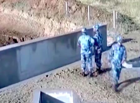 またかwww手榴弾投げ訓練で身長以下の壁に跳ね返される兵士(´・_・`)