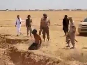 【閲覧注意】イスラムの処刑人が人間を一瞬で分断する衝撃映像が流出