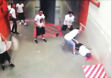 【閲覧注意】ホンジュラスの刑務所内で撮影された殺人事件の映像。