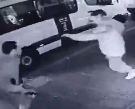 イスラエルの国境警察官がテロリストにナイフで襲われる