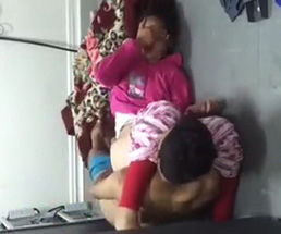 クローゼットの隠しカメラが捉えた、涙を流しながら男にレイプされている女の子…