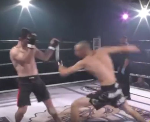 総合格闘技の試合で腕を脱臼するが対戦相手に治してもらう