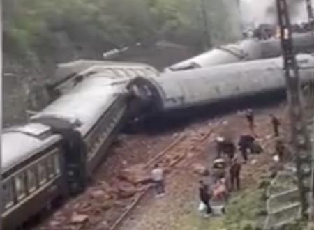 中国の列車が地滑りで脱線 死者も出た現場の映像がこちら