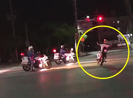 パトカーと白バイにマークされていた暴走族が交差点のど真ん中で人身事故&ひき逃げ。