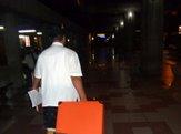 スーツケース運んでくれます