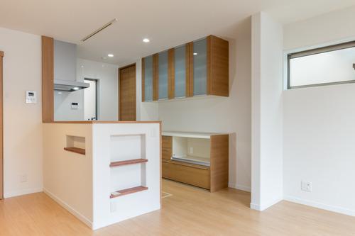 キッチンは吊戸を無くしオープンキッチンにされました
