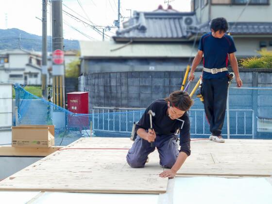 津田勇大工とお父さんの津田大工。Y様邸は津田勇大工が棟梁です。