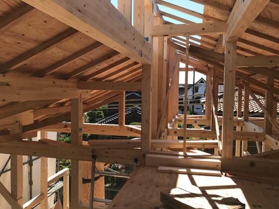 こちらがロフト部分になります。ロフトの開口部は1m以上確保し、天井高も1m40cm確保できるスペースを設けました