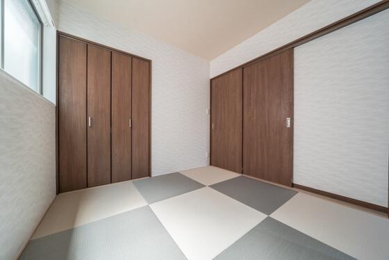 続き間の、2枚引き戸を閉めると個室に早変わり