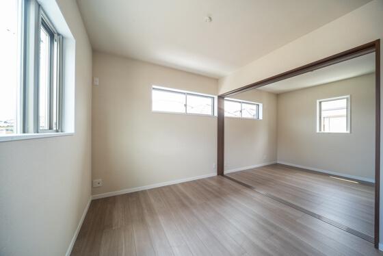 ご覧の通り、2部屋の続き部屋になっております