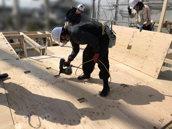 2階の床合板を施工