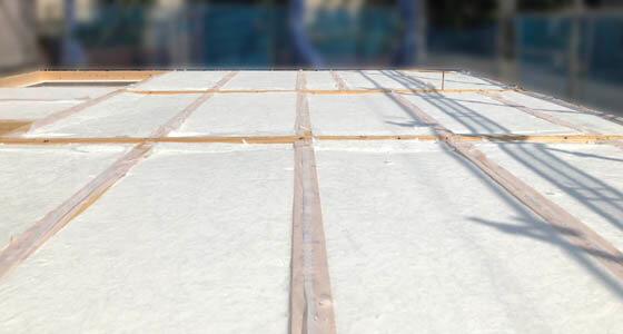 床下断熱材である「アクリアUボードピンレス」を敷き詰めています。