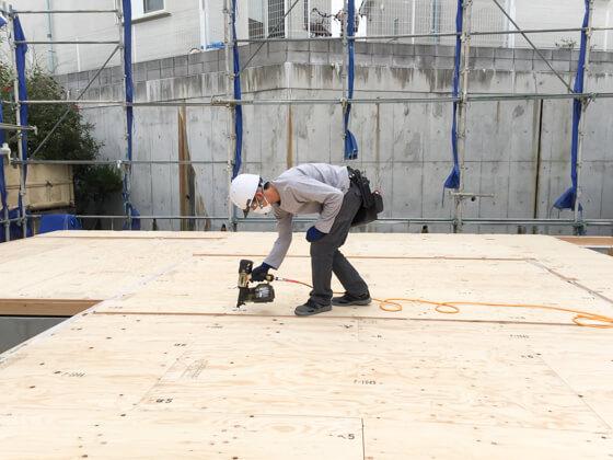 4㎜の床合板が施工されました。