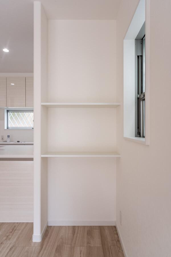 「セミフラット対面キッチン」のカウンター天板高さ&出幅に合わせてと大工さんにオーダーして造作工事
