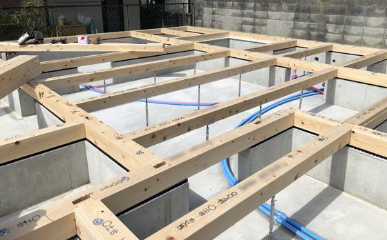 上棟前の準備の土台敷き