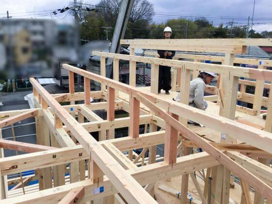 屋根の形が確認できるまで工事が進みました