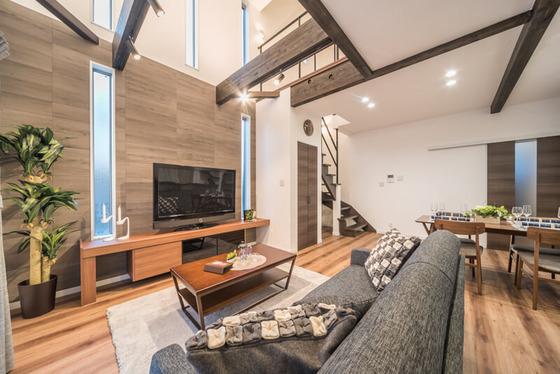 リビングルーム。壁材は、ハウスメーカー、自然素材で建てる健康住宅「無添加住宅のしっくい壁」