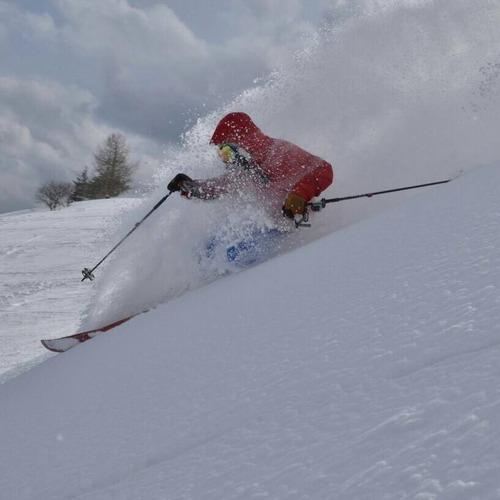 スキー、スノボーはプロ級の腕前