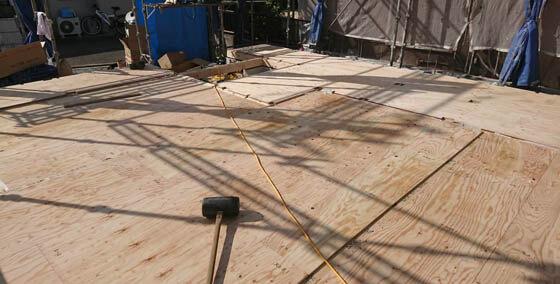 24mmの床合板を貼って土台敷きは完了
