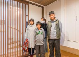 和室で家族写真