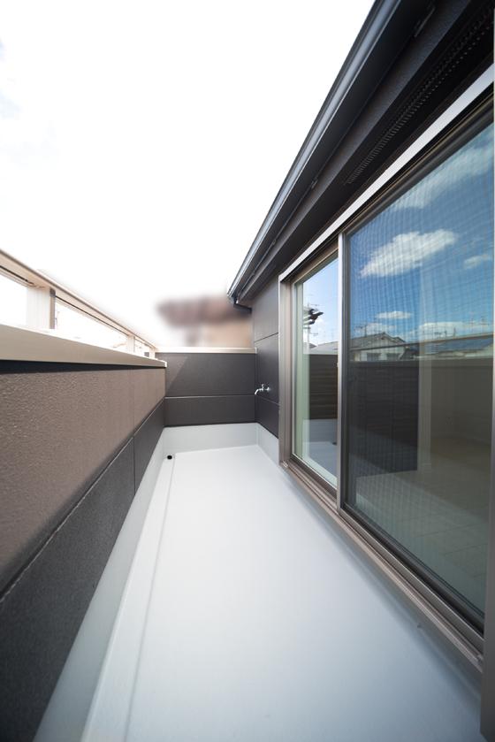 サッシ高1M40センチの取り付けることになるのですが、軒とのスペースが確保できないため、シャッター雨戸をつける事が出来ません。
