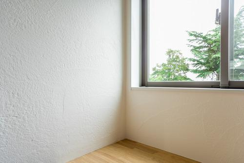 リビングの壁は無添加住宅の漆喰壁(しっくい)