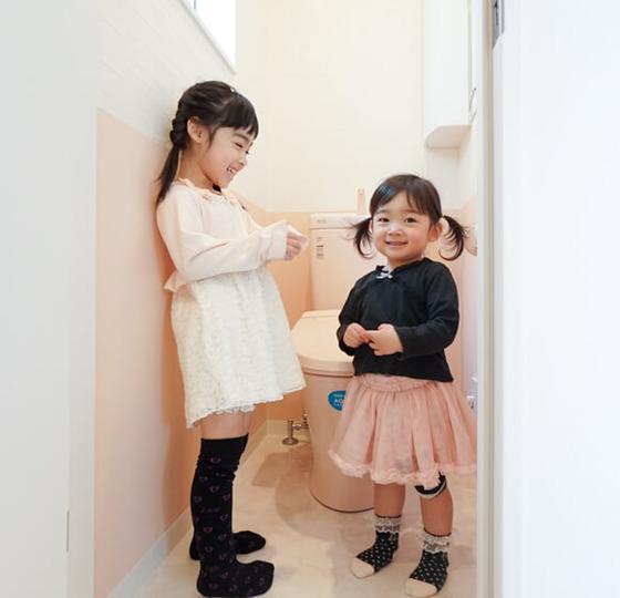 2階のトイレは彼女たちのご要望でキュートな空間に